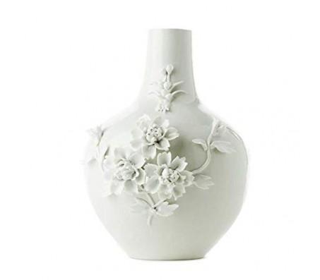 Ваза с объемными розами белая